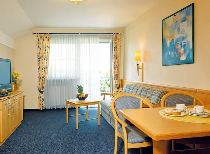 Hotel Garni und Appartementhaus Fichtenwald (Bad Füssing), Junior-Suite (55qm) mit WLAN und hochwertigen Bandscheibenmatratzen