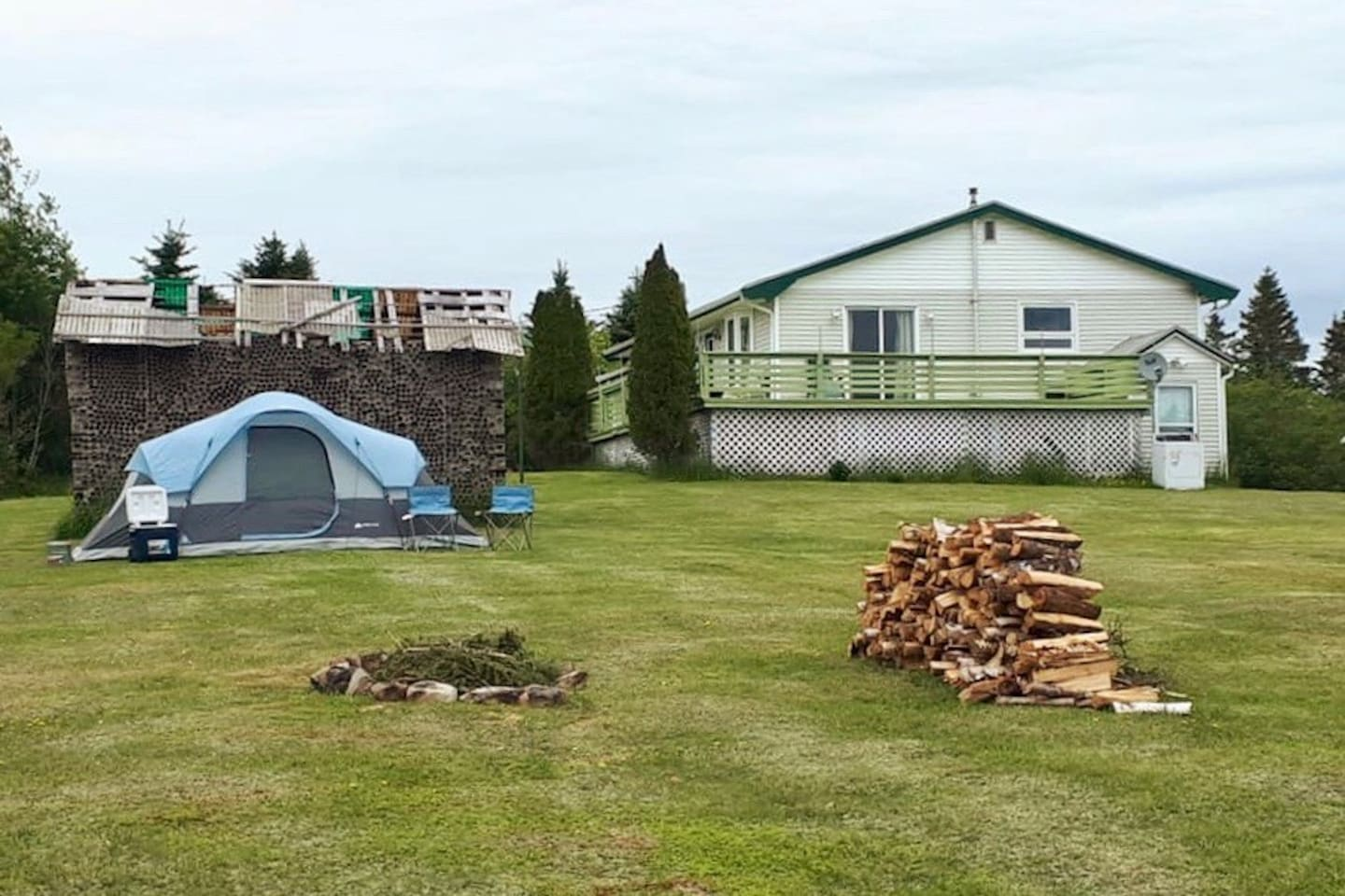 Lovely spacious tent located next to our 30 year old bottle house. Chairs, cooler, lantern, flashlight, air mattress and bedding provided to enjoy the great outdoors. Feel free to hang out and relax. Washroom facilities and shower located inside.