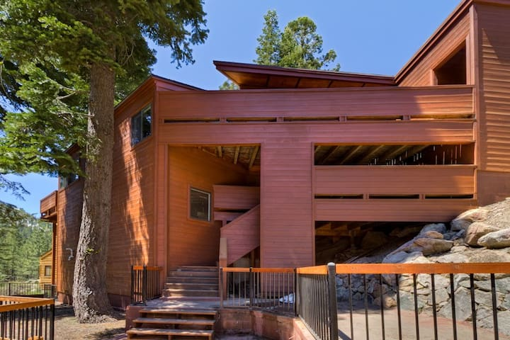 On the Edge - Alpine Meadows Contemporary 4BR - Sleeps 9