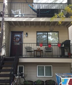 Comfy Two Bedroom Walkable to Olde Town, Arvada! - Arvada