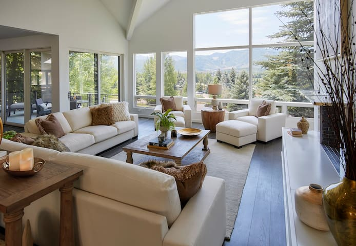 Luxury 6BR Modern Park City Home - Stunning Views!