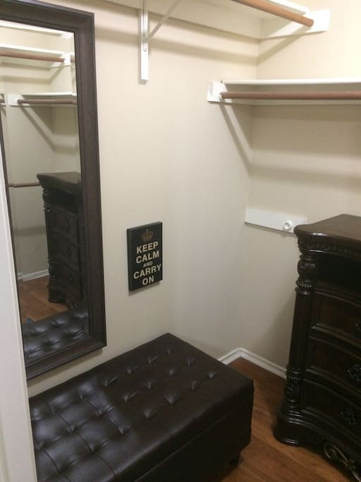 Nice walkin closet with bench to get ready for your current San Antonio Adventure