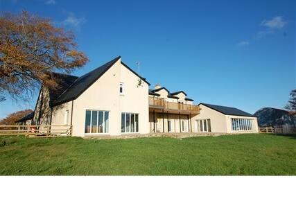 High Brownmuir luxury house getaway for 12 people - Glassford