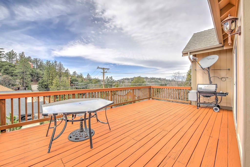 Enjoy lake views from the 2nd story deck!