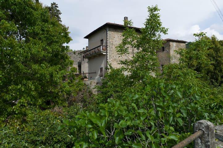 B & B in a small & beautiful, rustic Tuscan castle