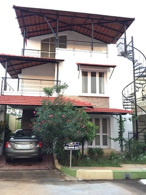 Charming Villa retreat 2.5BR + 3bath