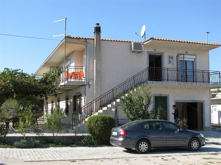 Garçonnière avec le balcon Pirovac, Sibenik (AS-13263-a)