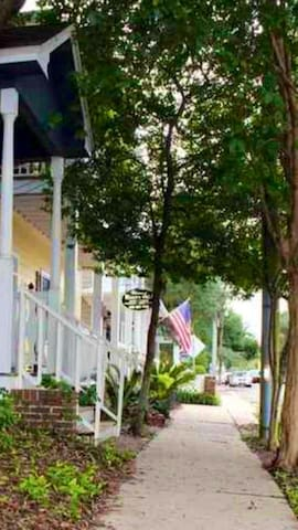 Welcome to Historic Downtown Pensacola A quick walk to restaurants, parks, and festivals