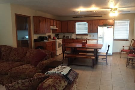 2Bed/1Bath Guest House on 60+ acre Farm - Sulphur - Casa
