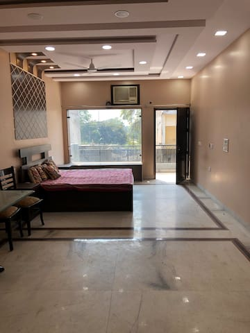 ALLURE Apt Near Connaught Place & Railway station