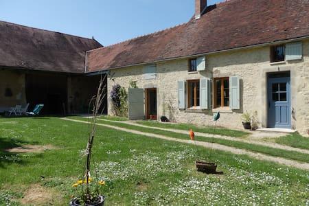 ancienne ferme en pierre restaurée - Cussangy - Дом