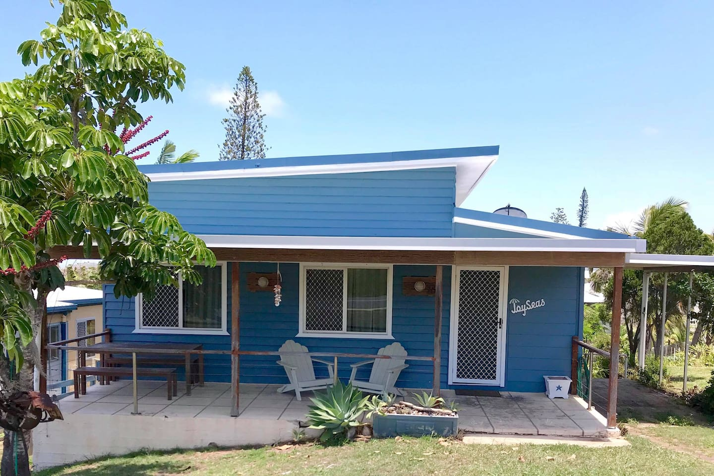 JoySeas is a traditional Emu Park Beach Shack. Originally the Single man's quarters at the Emu Park railway Station it was moved here in the 70's and converted to a holiday shack.  It's been  the place of many happy family holidays since.