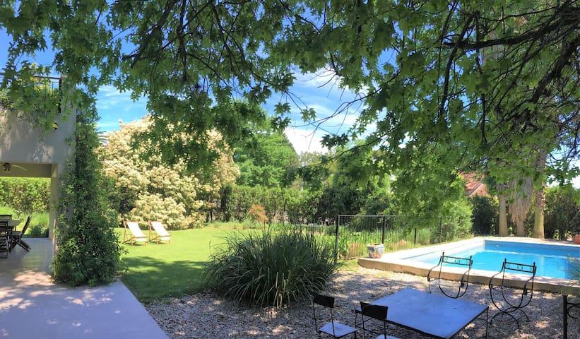 Casa en Country Los Lagartos, Pilar. Pileta y Golf