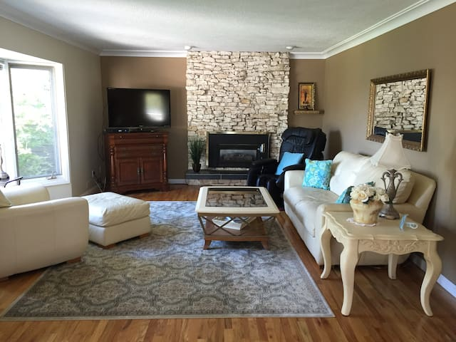 Lakefront Charm - Chestermere - House