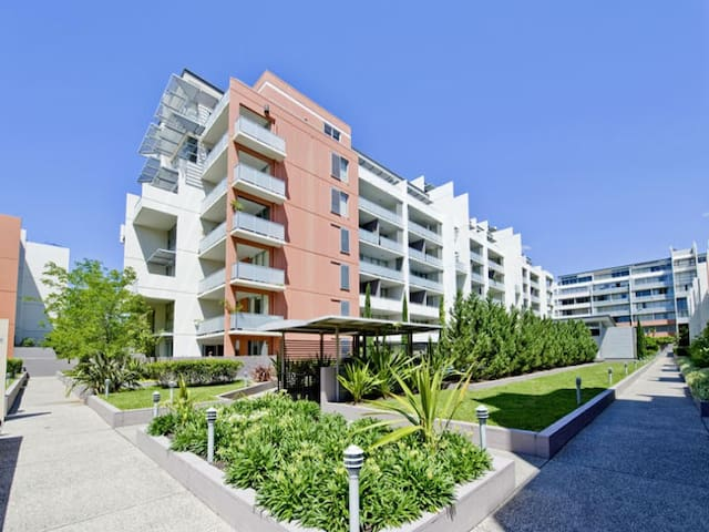 Multi level 2 bedroom apartment in Rosebery