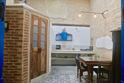 Vintage lejlighed, balkon, terrasse og tagterrasse | Wi-fi |