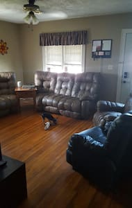 Cozy 2 Bedroom Getaway - Scottsbluff - Hus