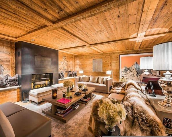 Maison moderne rénovée à louer avec sept chambres