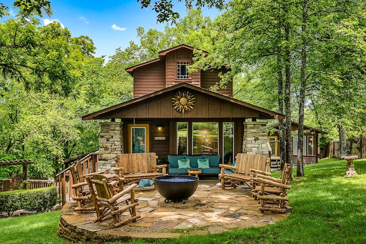 Walnut - The Woods Cabins