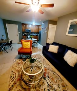 Cozy Condo In The Heart Of Huntsville!