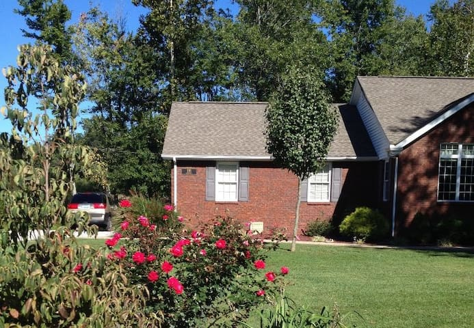 Mo & Terrys AirB&B - You will love it here! - Campbellsville - House