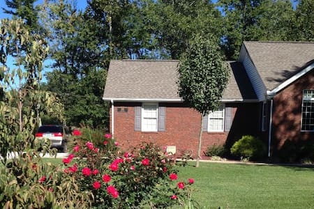 Mo & Terrys AirB&B - You will love it here! - Campbellsville - Casa