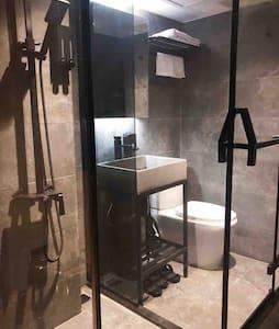 New 3# Cozy Room 1 min MTR 西九高铁/地铁/机铁舒适 双人独立卫浴公寓