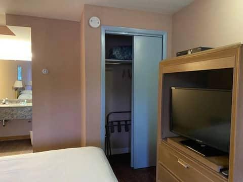 Steps to Beach Private Room W/ Private Washroom B