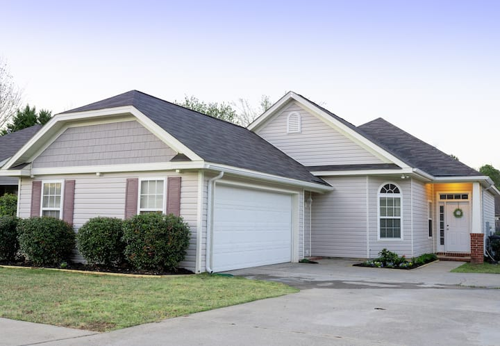 All the amenities 4 BR House 20 min from Masters