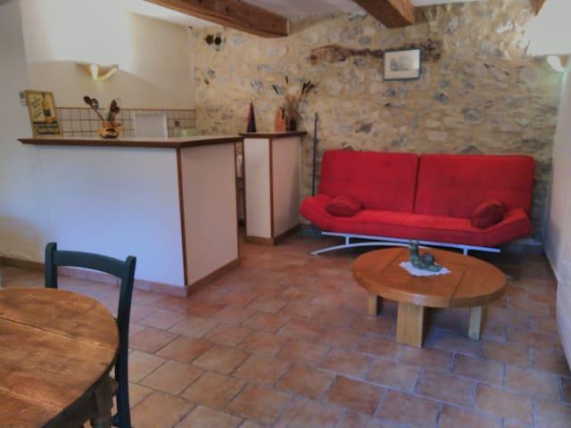 Studio provençal de charme à proximité de Sisteron