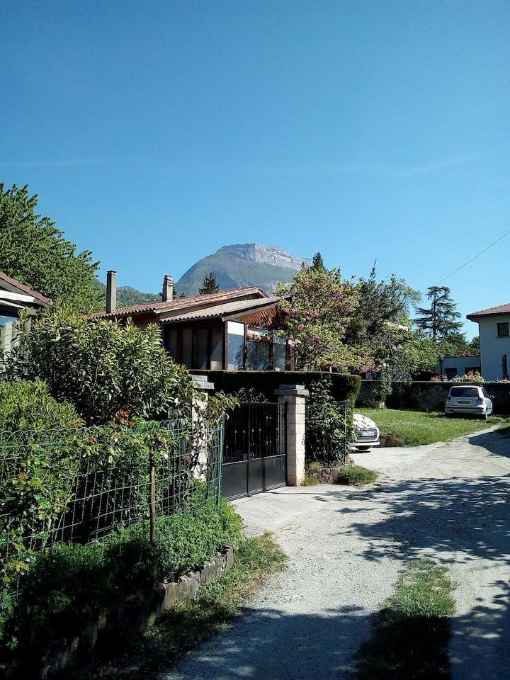 Chambre particulière, maison calme à  Grenoble