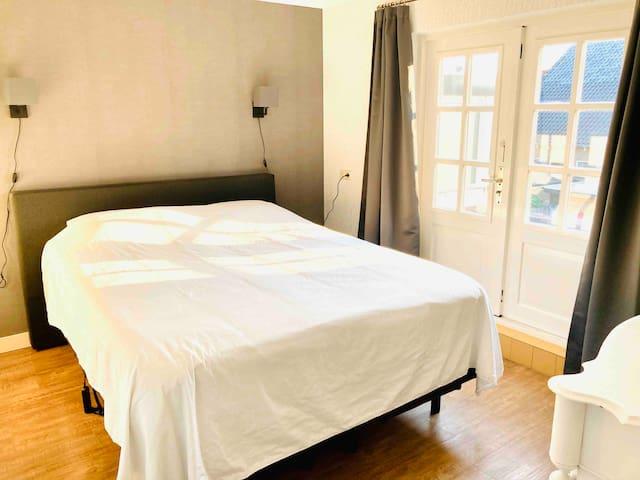 Slaapkamer 1, bed 1,60 x 2,10 m.