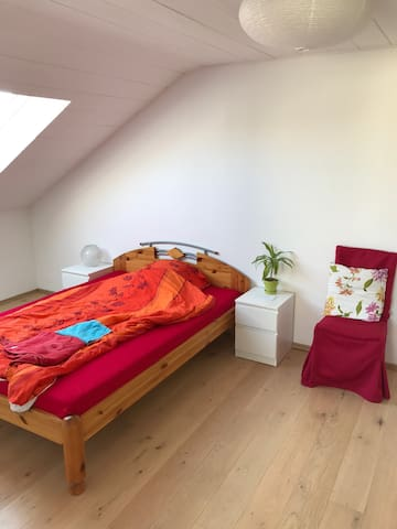 Cozy bedroom close to Heidelberg - Eppelheim - Huis