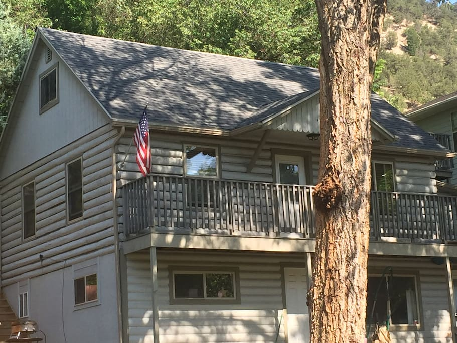 Log cabin in the heart of downtown gws houses for rent for Cabins for rent near glenwood springs