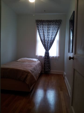Touring Baltimore? Cozy Townhouse Room Available - Baltimore - Townhouse
