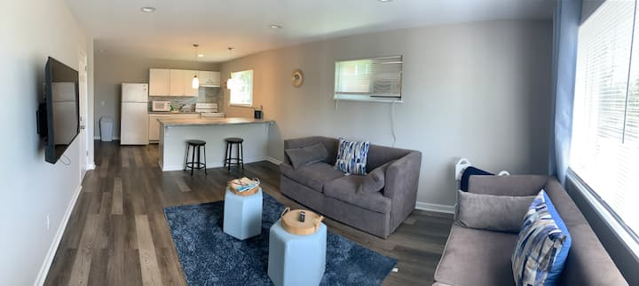 Updated Cozy 2 Bedroom Apt- Centrally located