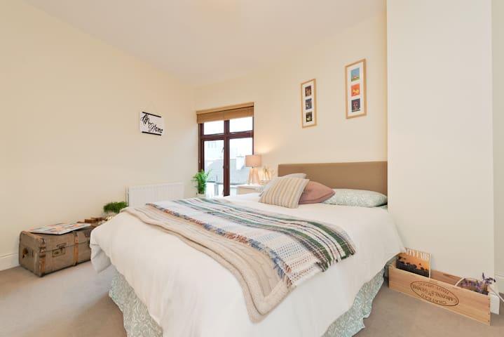 Double En Suite Central Location - Ballsbridge - Townhouse