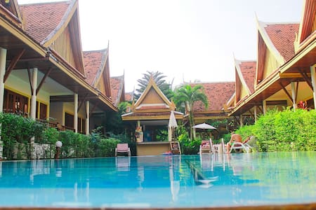 Phuket Traditional Thai villa + common - Bungalo