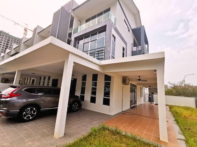 Avenue Villa  3 Story at Bangi Wonderland