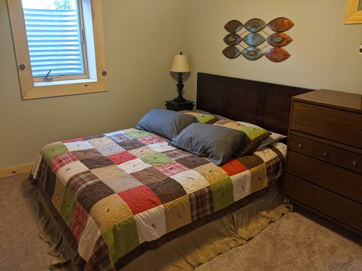 Whole floor-1 bed/1 bath/living room-on light rail