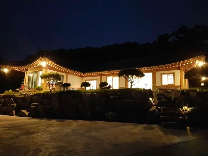 한옥스테이&카페 궁 (HANOK STAY&CAFE GUNG) -창경궁