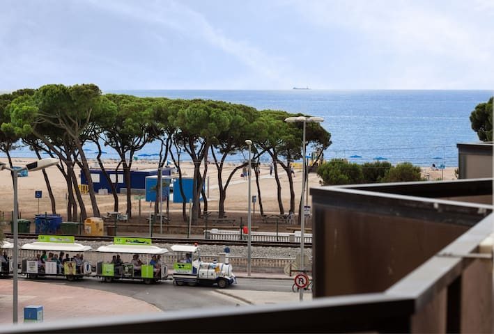 Last minute September! nice apartment by the sea