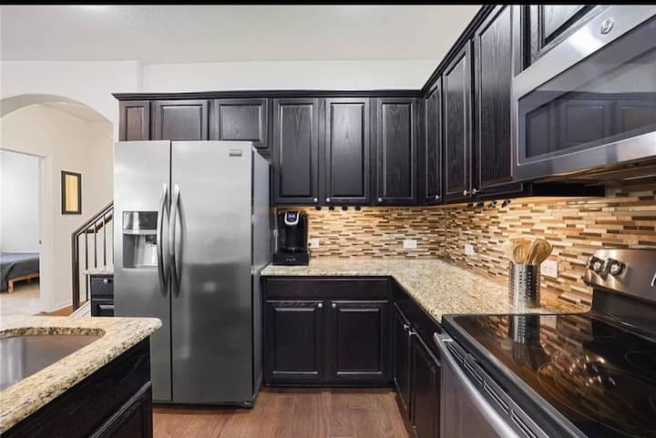 Private floor 1bed/1bath Round Rock Condo