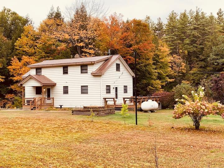 Cozy Upstate Adirondack Cottage Getaway