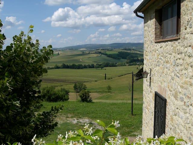 Panorama da sogno sulle colline toscane - Monteriggioni