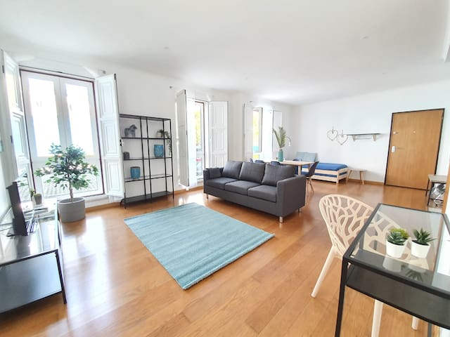 ShortStayFlat - Bright Apartment in the Downtown