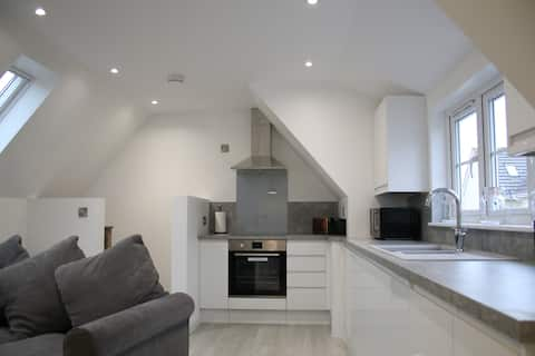 Modern Fully Furnished Flat, self contained