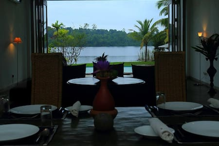 Lunuganga Lake View : Deluxe Room with Balcony
