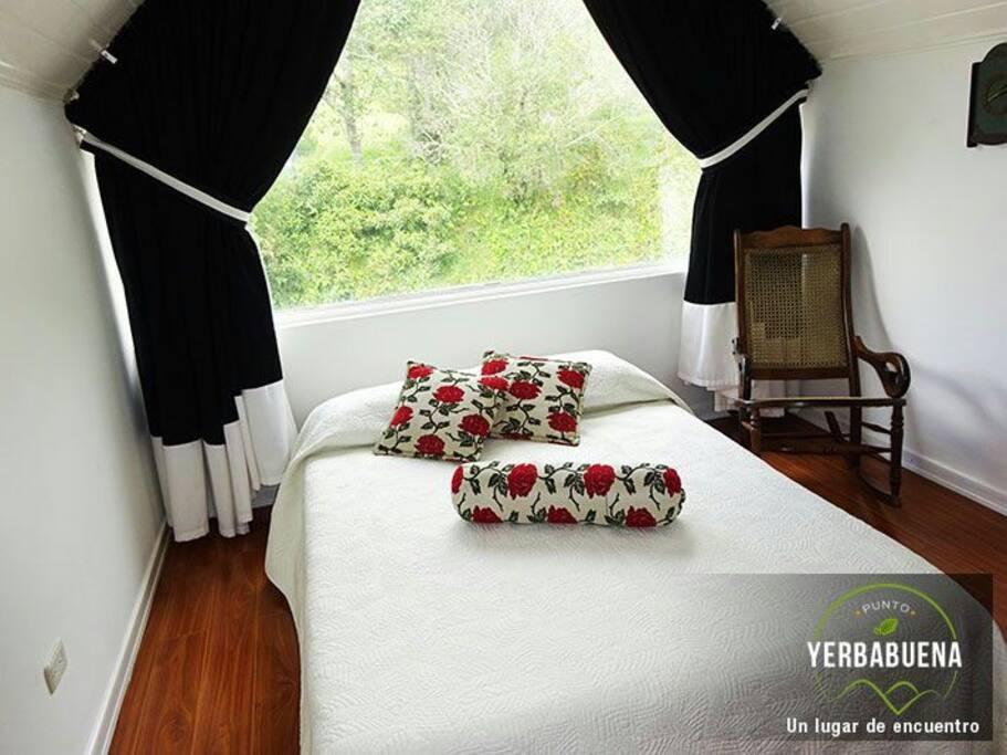 En esta habitacion tenemos Opcion cama doble o 3 camas induviduales