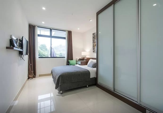 En-suites double room in House near MRT (3)